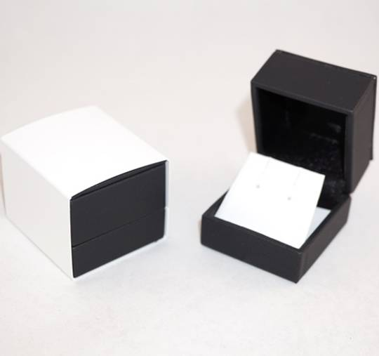 IMRFL PREMIUM - EARRING BOX IMITATION LEATHER BLACK TWO TONES INSERTS & OUTER SLEEVE
