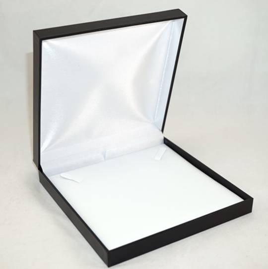 SDN3 - NECKLACE BOX LEATHERETTE BLACK NO LINE WHITE VINYL PAD BULK DEAL (12 PCS)