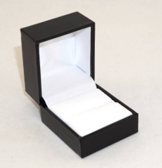 SDR - RING BOX LEATHERETTE BLACK NO LINE WHITE VINYL PAD