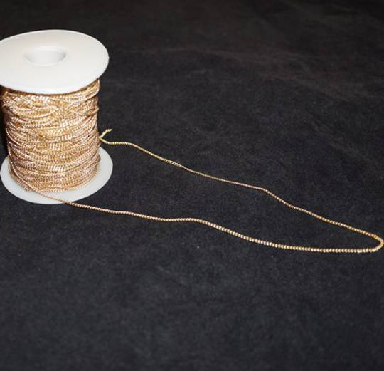 PAM CHAIN EXTRA FINE CURB GOLD PLATED 1.8X2.5MM  (1 MTR)