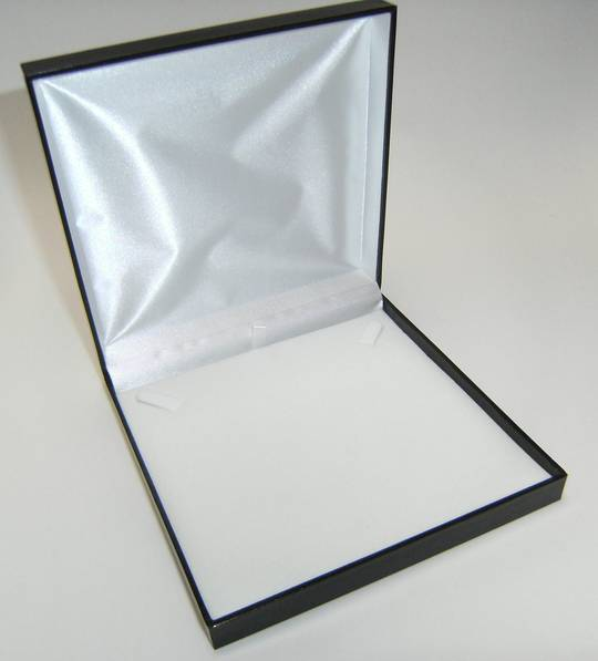SDM - LARGE NECKLACE BOX LEATHERETTE BLACK NO LINE WHITE VELVET PAD BULK DEAL (6 PCS)