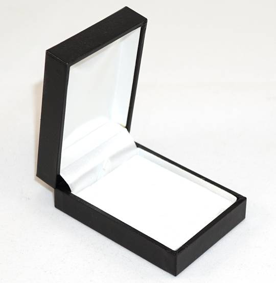 SDSP - SMALL PENDANT/EARRING BOX LEATHERETTE BLACK NO LINE WHITE VELVET PAD