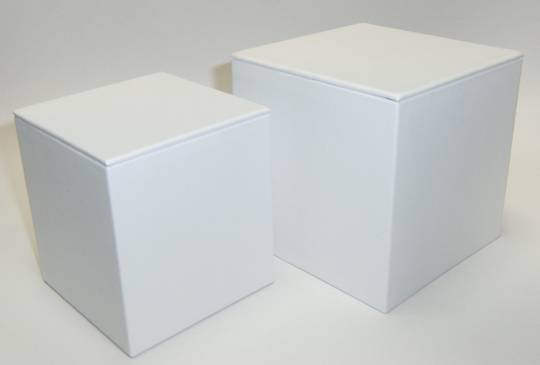 MEDIUM DISPLAY CUBE WHITE VINYL
