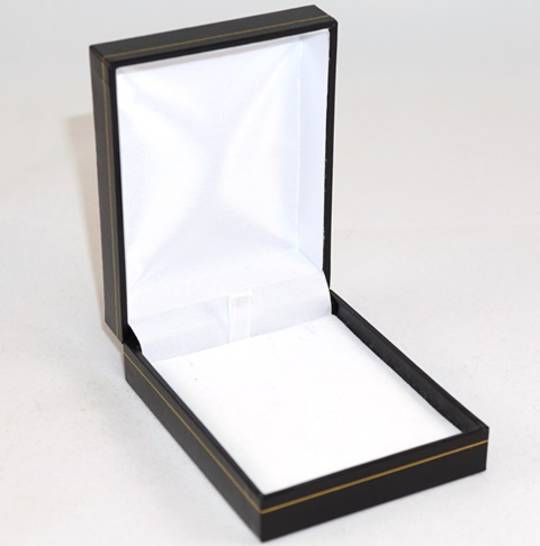 SC17 - PENDANT BOX LEATHERETTE BLACK WHITE PAD