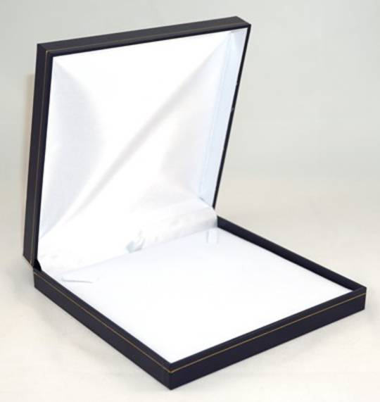 SDN3 - MEDIUM NECKLACE BOX LEATHERETTE NAVY WHITE VELVET PAD BULK DEAL (12 PCS)