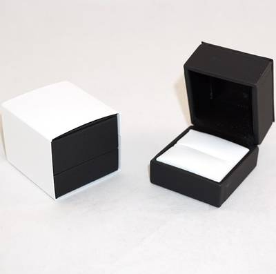 IMR PREMIUM - RING BOX IMITATION LEATHER BLACK TWO TONES INSERTS & OUTER SLEEVE