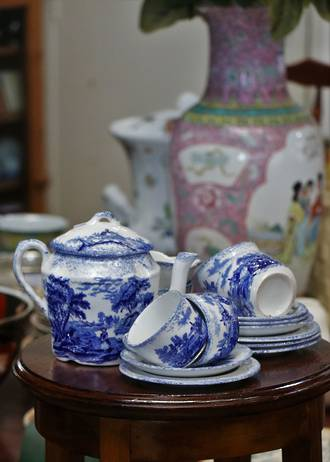 Ridgway Charles Dickens Blue & White Child's Toy Tea set