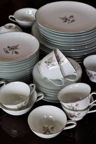 Noritake Mid Century fine Porcelain Dinner Set $250.00