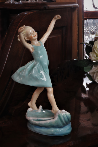 Very Rare Mid Century Royal Worcester 'Dancing Waves' Figurine