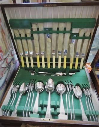 Vintage Silver Plate Cutlery Canteen in Oak box $475