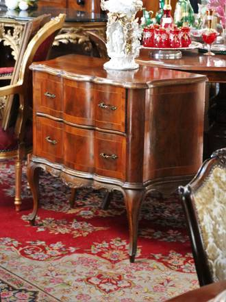 Vintage Chest of Drawers - Fancy!