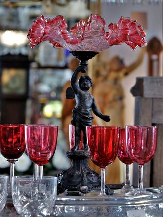 Cranberry Crackle Glass Cherub Table CenterPiece
