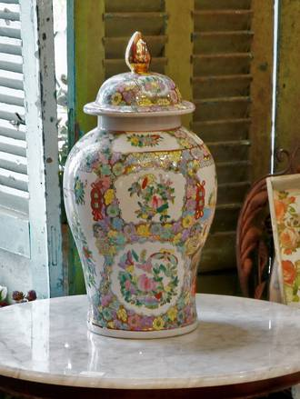 Large Lidded Famile Rose Chinese Urn
