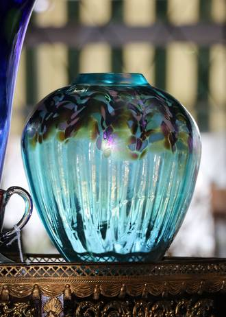 Large Signed Iridescent  Art Glass Vase by NZ Studio Chuck Simpson SOLD
