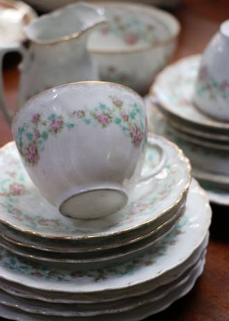Early 19th Century Tea Set - Hand-Painted Garlands