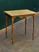 Petit Colonial Kauri Table